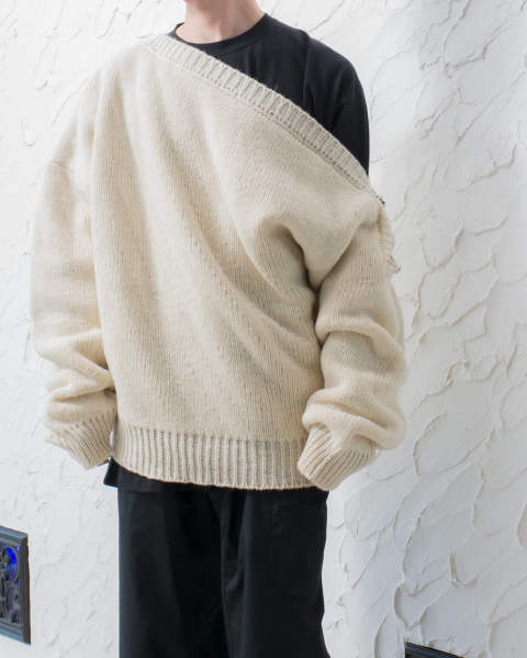 Boatneck sweater with buckles