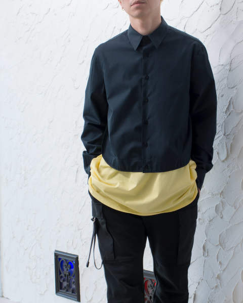 Long sleeve shirt with two pleats