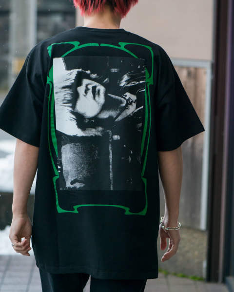 Big fit T-shirt Toya with green frame