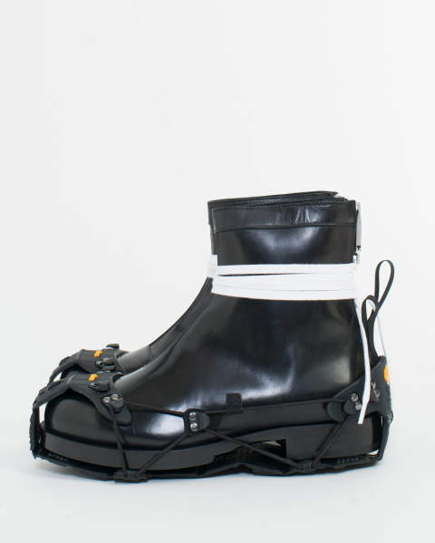 New chelsea boot w/vibram sole
