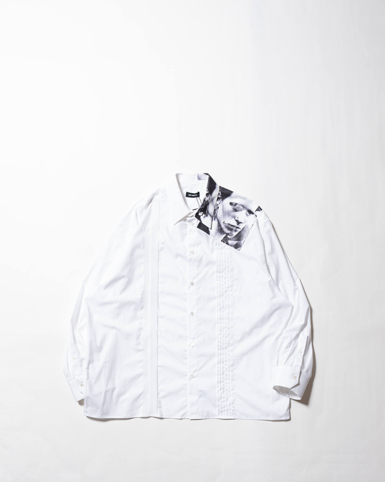 【LAST ONE(50)】Cropped shirt with asymmetrical detail Pierced